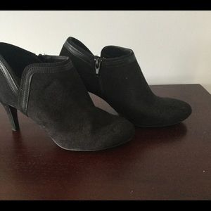 Shoes - ☕️☕️Black Suede Heeled Ankle Boots☕️☕️